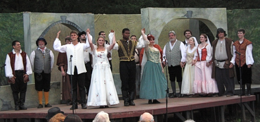 othello and much ado about nothing A plot summary and scene-by-scene breakdown of much ado about nothing as the title of this play suggests, there's a lot of fuss over nothing.